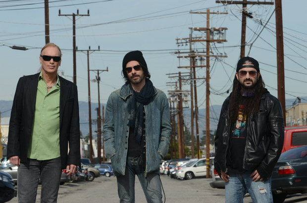 THE WINERY DOGS [Mike Portnoy - Richie Kotzen - Billy Sheehan] with Killer On The Way